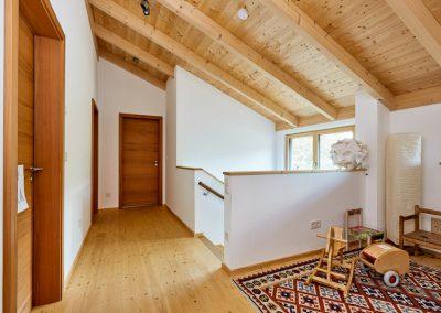 Innenausbau Atrium Treppe Massivholz Boden Türen