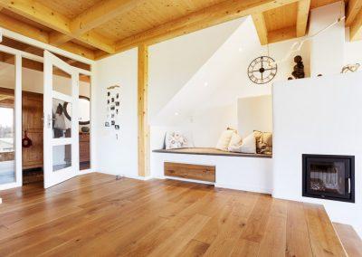 Sitzecke Stauraum Holzboden Türenelement