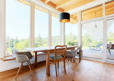 Panorama Holzfenster Sitzgruppe