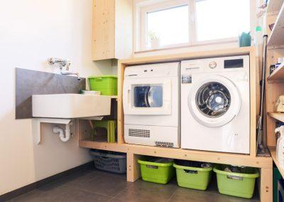Hauswirtschaftsraum Wäscheschacht Einbauregal