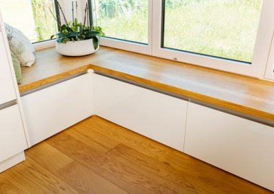 integrierte Fenster-Sitzecke mit Stauraum