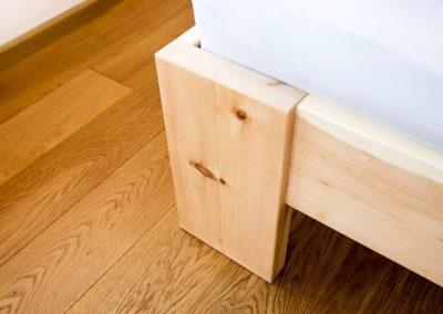 Massivholz Bett Detail