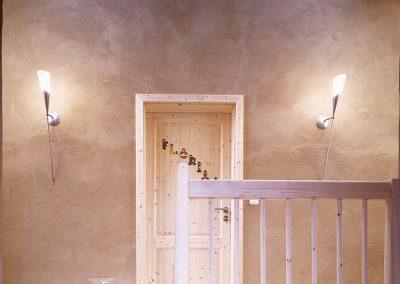 Lehmputz Wand mit Massivholztür